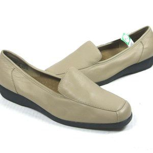Cobbie Cuddlers Women's Tan Leather Loafers